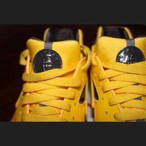 Nike Shoes - Nike Huarache Run 2df33cccd